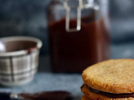 עוגיות אגוזי לוז במילוי ממרח נוטלה ביתית לפסח