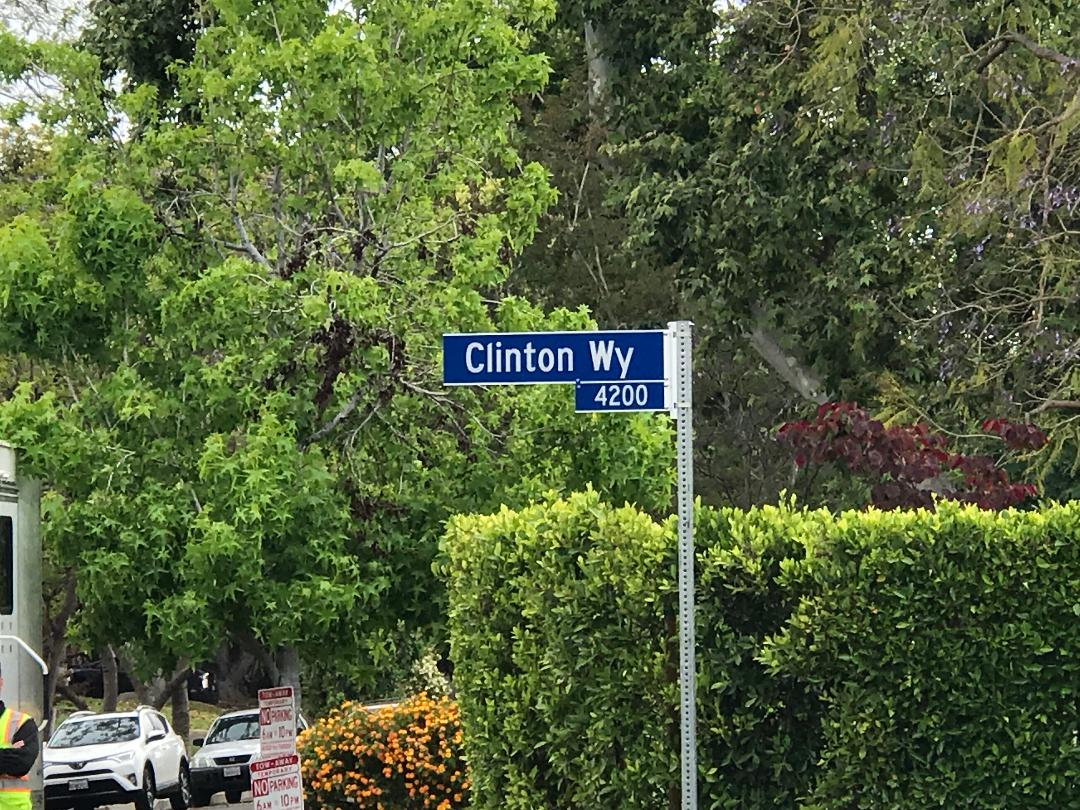 Clinton Way sign Brady Bunch 5-23-2019