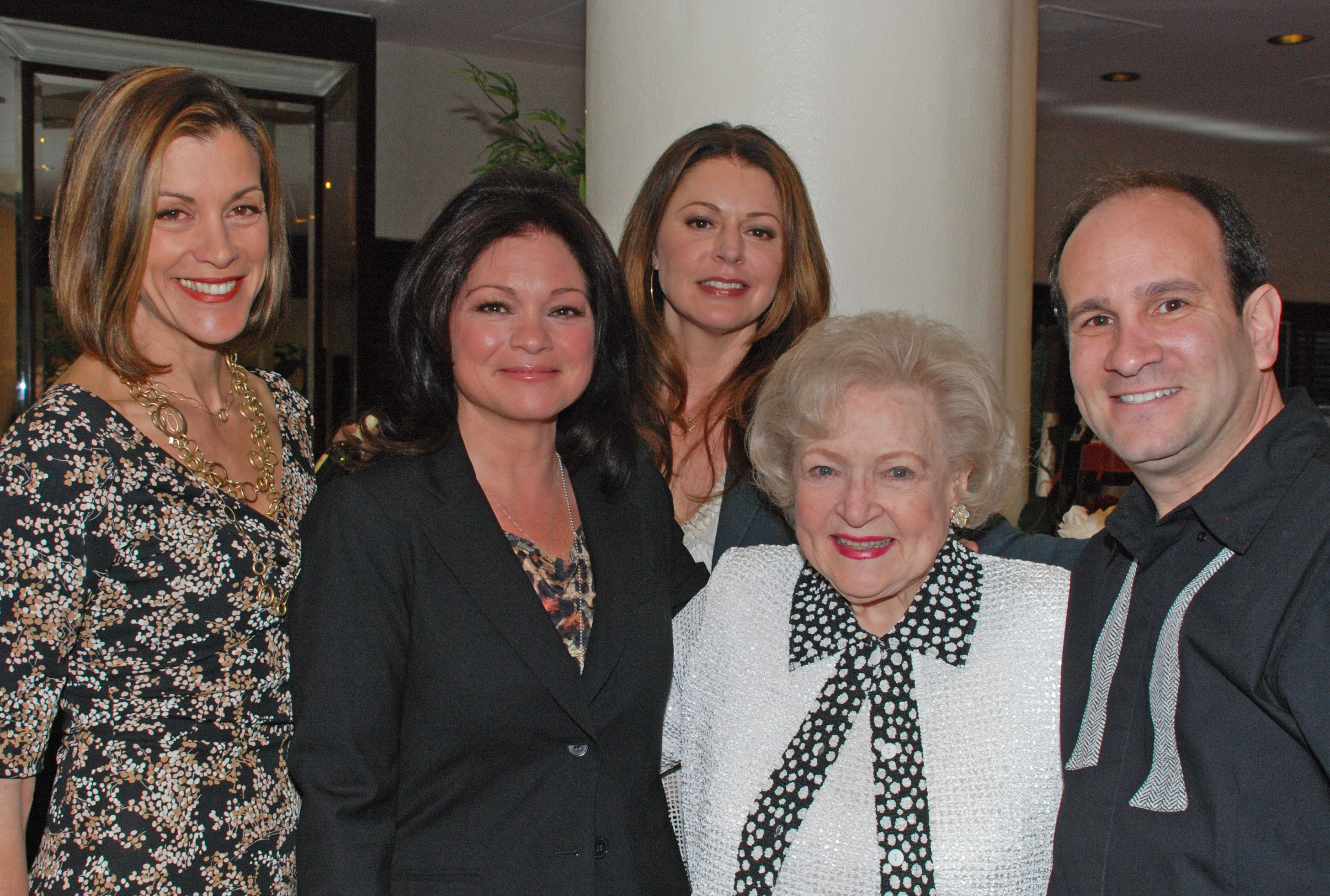 Cast of HOT IN CLEVELAND CUBE