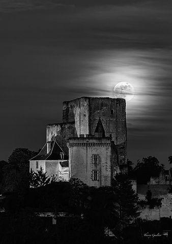Donjon clair de lune à LOCHES