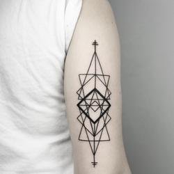 triangulos-disenos-de-tatuajes-geometricos-medium