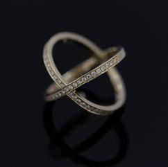Gouden X-ring met diamant