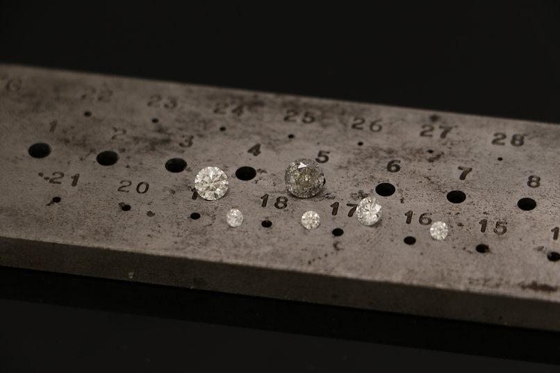 Goudsmid gereedschap met diamanten.