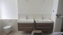 2 neue Waschbecken