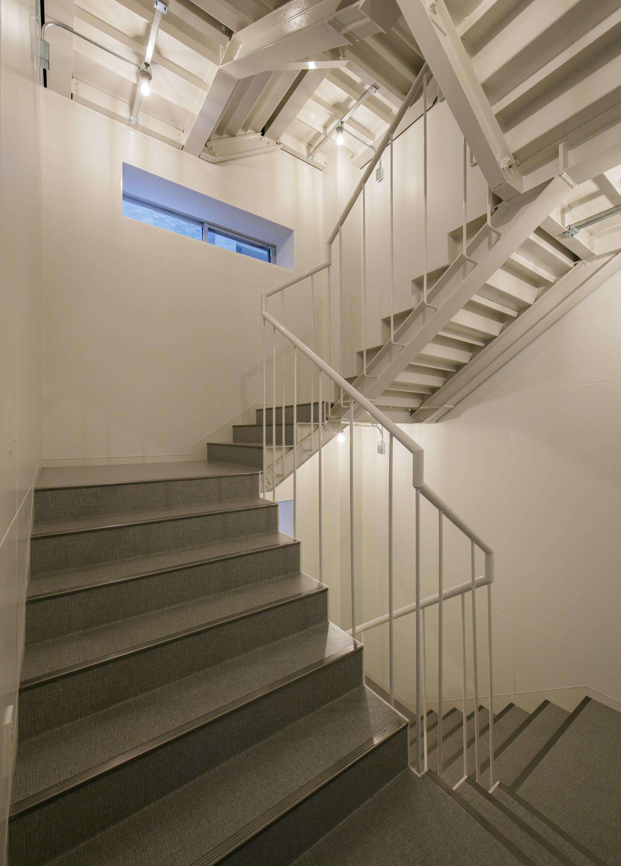 17186012_東方ビル2_屋内階段