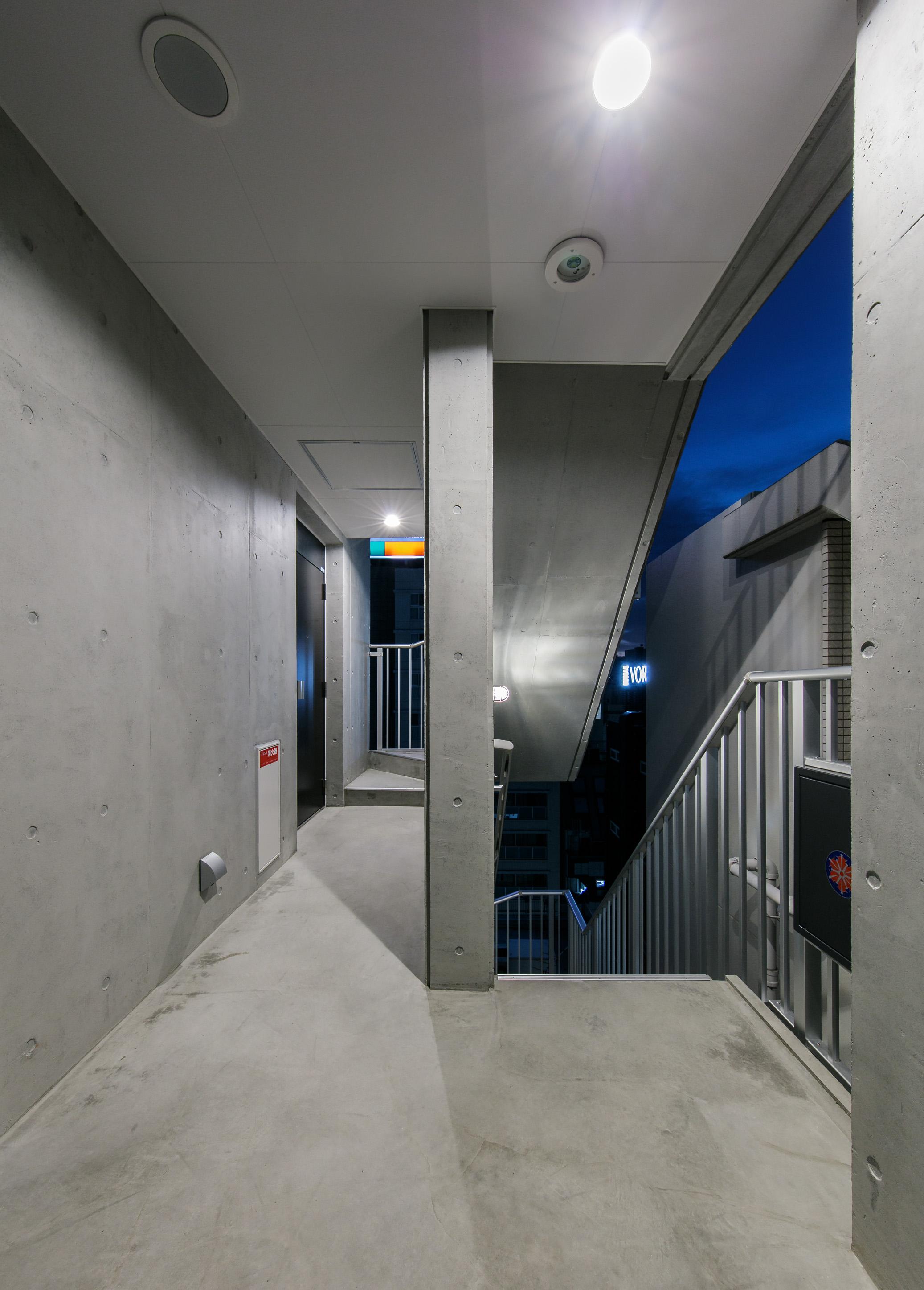 16220010_West Terrace Shiodome_共用廊下