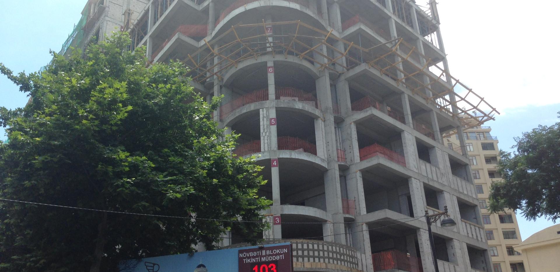 İceri sheher metro st. 3 otaqli yeni tikili satilir