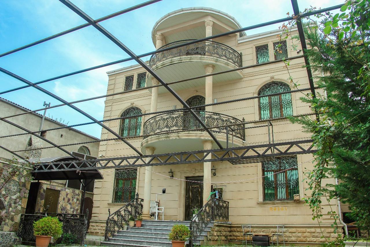 Binəqədi r. 9 otaqlı 550 м² villa satılır