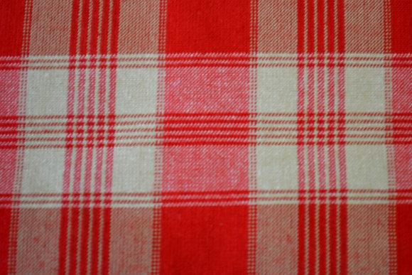 kanafas červený kostka