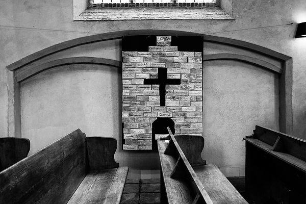 Paul Bord met briefjes en kruis Kerk Rho