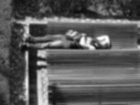 Paul Man liggend op bank.jpg