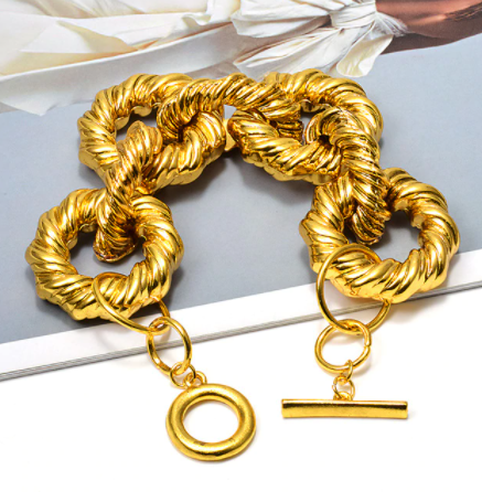 Gorgeous gold tone chunky chain bracelet