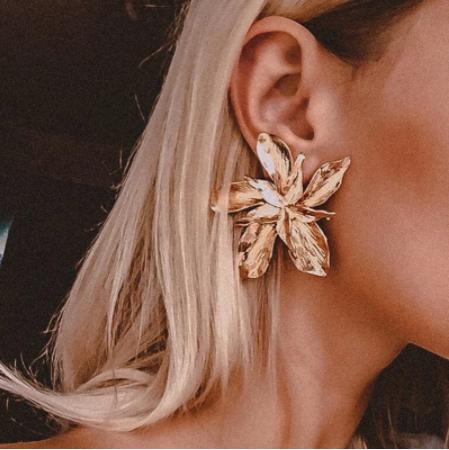 Gorgeous gold flower earrings