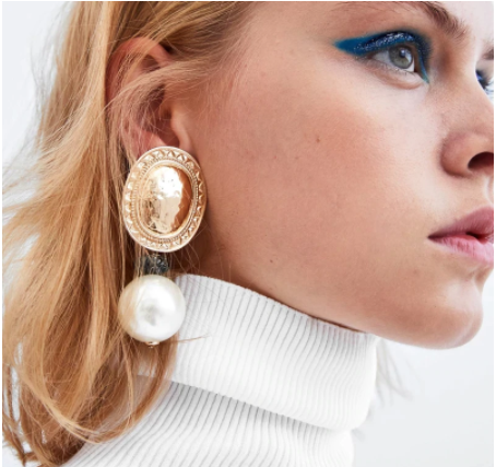 Pearl and gold coloured earrings