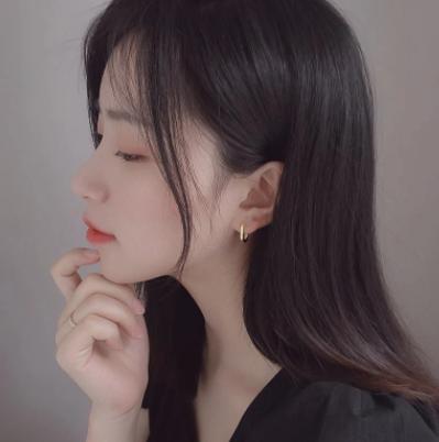 Gorgeous gold minimalist earrings