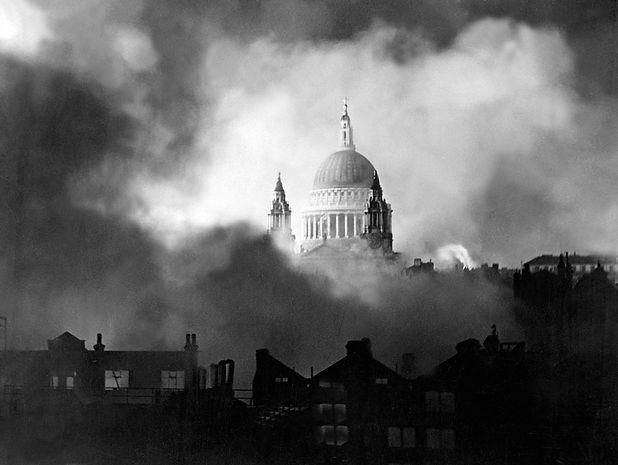 dome-smoke-fire-bombing-raid-St-Pauls-Ca