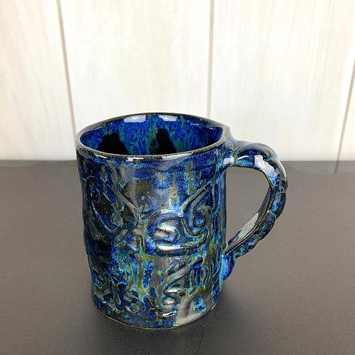 Mug metallic with chain design