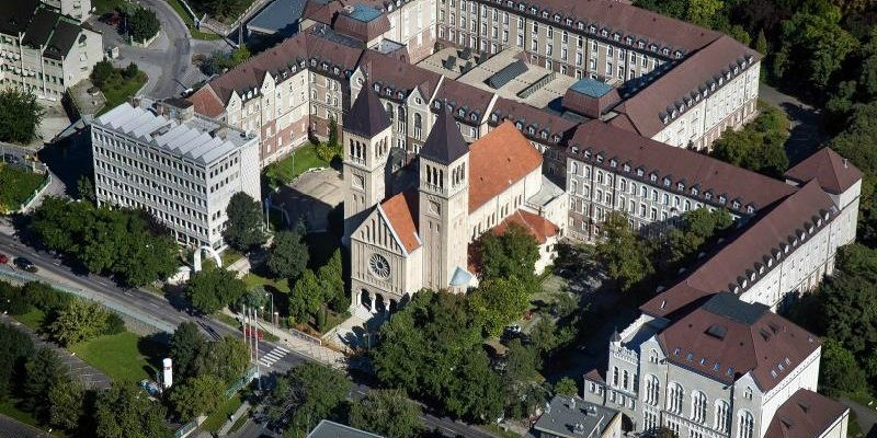Pecs Üniversitesi / Macaristan :