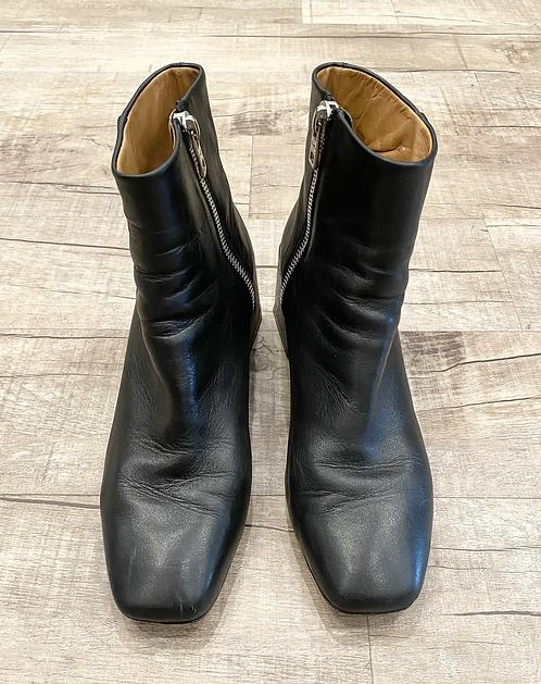 LOQ Square Heel Boots
