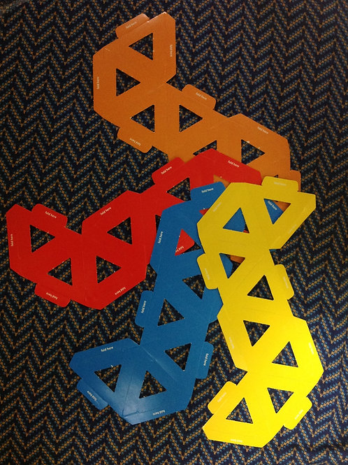 Small polyhedral paper assembling kit