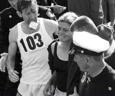 Bobbi Gibb et Kathrin Switzer, les deux marathoniennes de Boston.