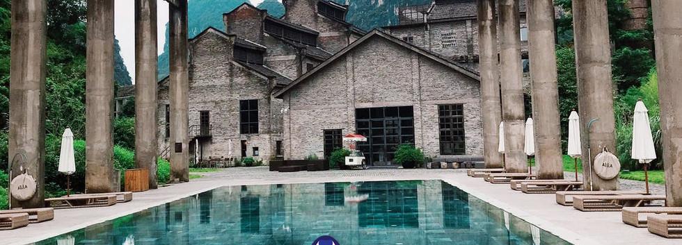 malaya-toon-in-pool2.jpg