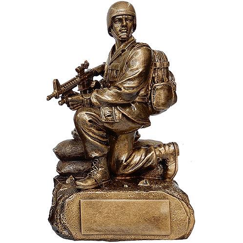 """מגן הוקרה / פסל חייל לוחם """"מצב כריעה"""" על בסיס מוזהב"""