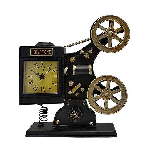 שעון שולחני בעיצוב רטרו מסרטת עתיקה