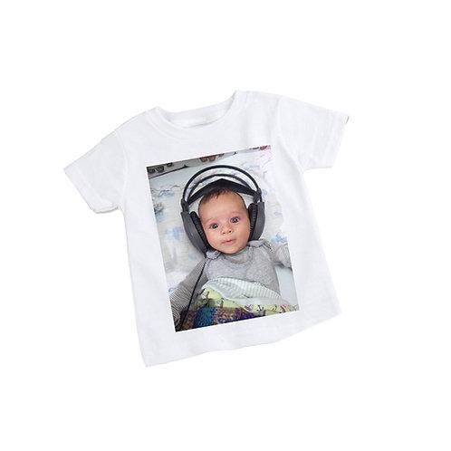 הדפסה על גבי חולצה לבנה