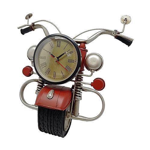 """""""פרונט"""" שעון שולחני בעיצוב חזית אופנוע רטרו"""