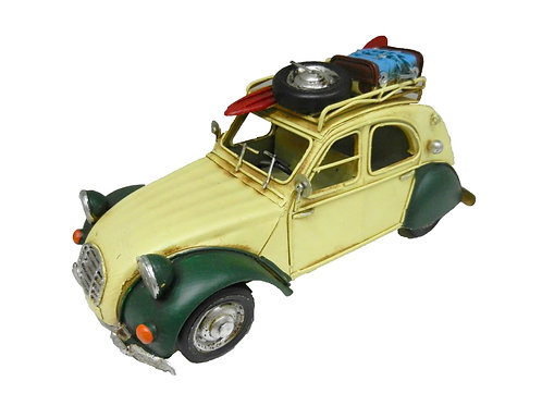 מכונית רטרו סיטרואן עם גג ומזוודות