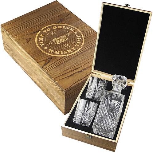 מארז מתנה וויסקי הכולל דקנטר ו-2 כוסות בקופסת עץ מהודרת