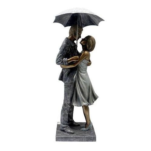 פסל זוגות מחובקים