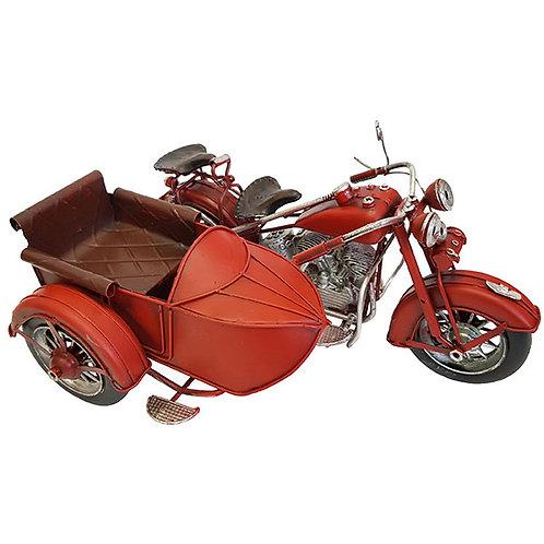 אופנוע רטרו עם סירה