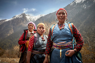 Three womans Lang Tang Valley
