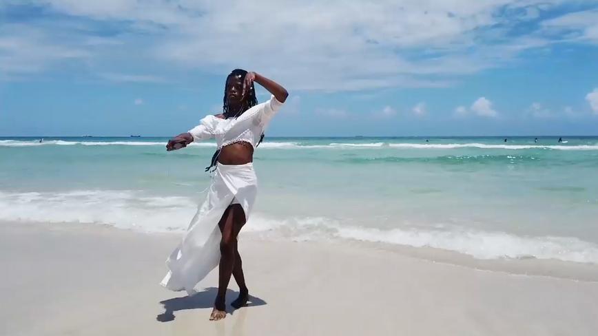 """Still from dance performance """"Maima: The Water Spirit"""" By Mai'yah Kau"""