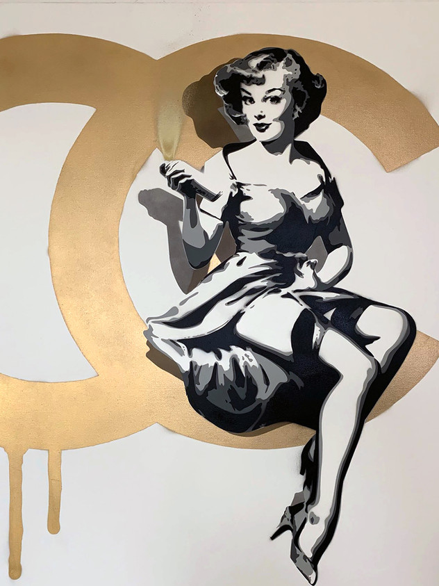 """40 """"X 40"""" CHANEL PIN UP"""
