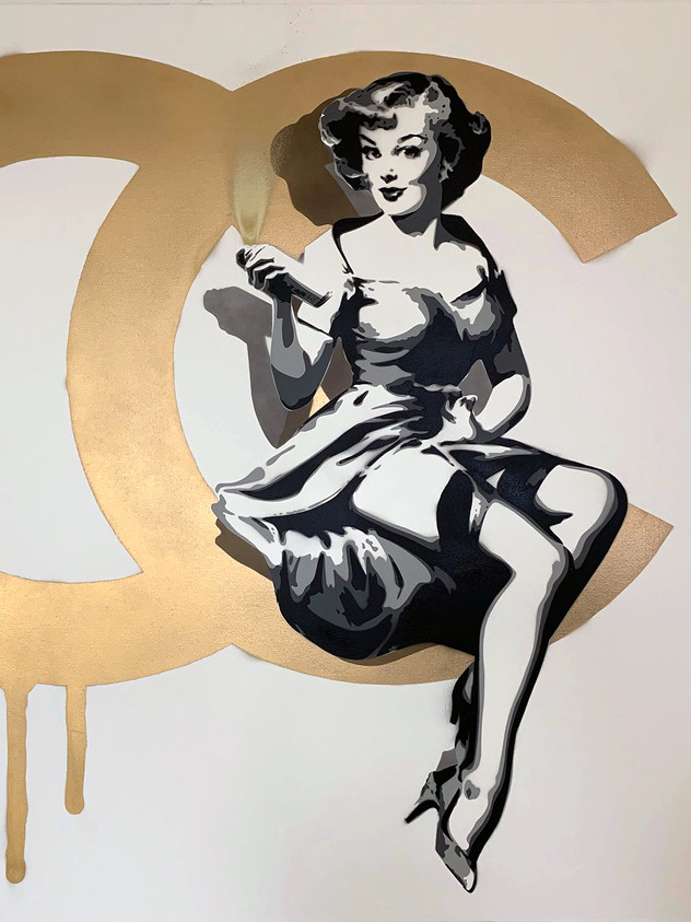 "40 ""X 40"" CHANEL PIN UP"