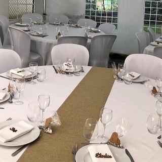 Location table ronde, nappe et kit vaisselle