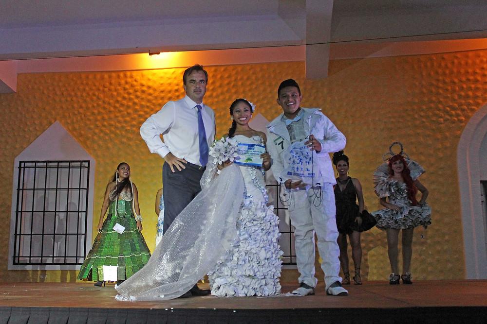 Ganadores con Director Ignacio Subias Ecodesfile Bahia Principe Riviera Maya