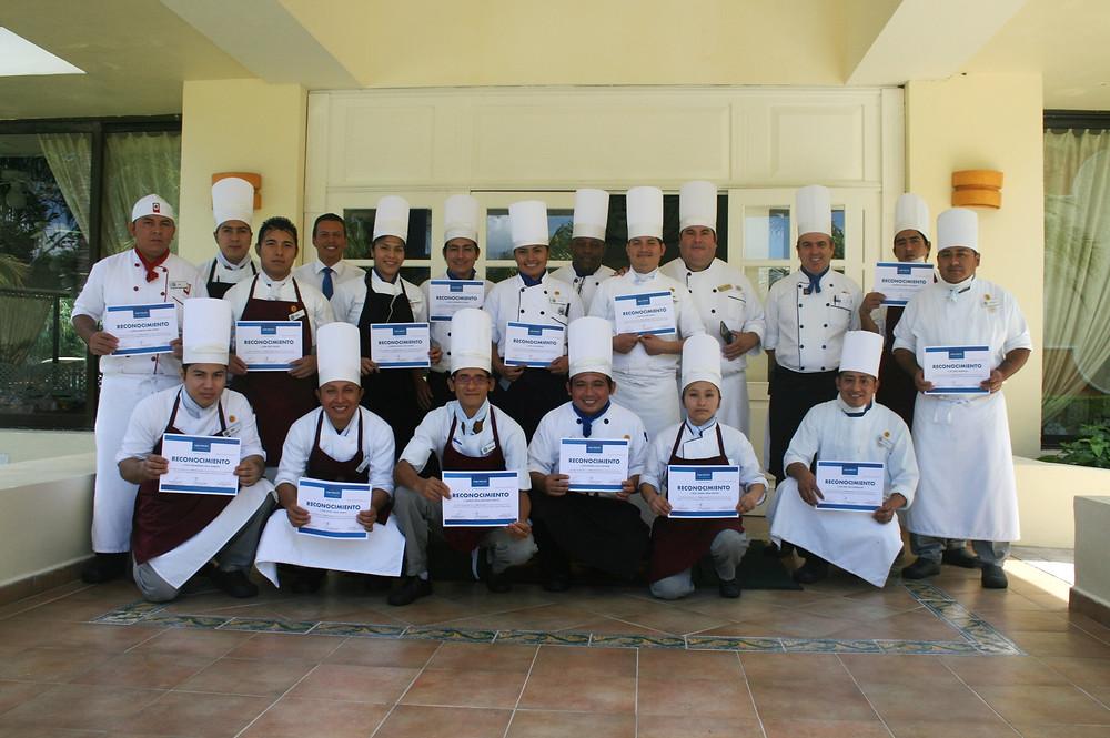 Capacitación a Cocineros, encargados de  las cocinas frías y restaurantes Orientales en Grand Bahia Principe Coba