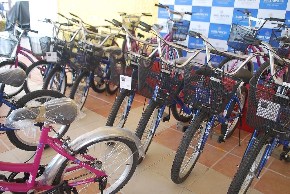 Entrega de bicicletas nuevas Bahia Principe Hotel & Resorts