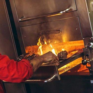 DOOR-NO-8-STEAKHOUSE-offene-Küche-Steak-