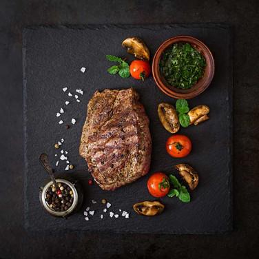 DOOR-NO-8-STEAKHOUSE-Ribeye-Steak-auf-Sc