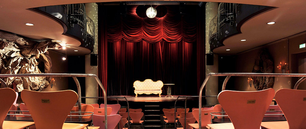 Zuschauerraum und Bühne im Senftöpfchen. Kölns schönstes Theater!