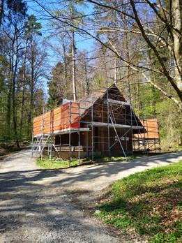 Bärenhütte mit Baugerüst  2021-04-24.jpg