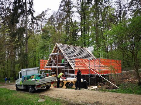 Bärenhütte im Bau 1.jpg