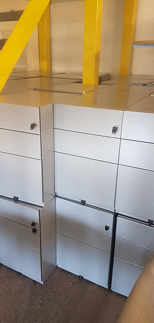 Sliver metal 3 Drawer cabinets / Office Pedestals lockable with keys 45 left