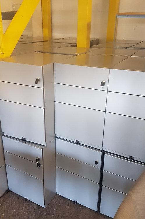Sliver metal 3 Drawer cabinets / Office Pedestals lockable with keys 45 left
