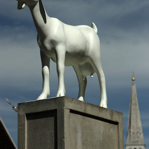 Kenny Hunter won the Spitalfields Sculpture Prize in 2010 with his monumental sculpture, I Goat. It stands atop a 3.5 metre stack of packing crates and was inspired by Spitalfields' rich, ongoing social history. Looming in the background is Christ Church Spitalfields - built between 1714 and 1729 to a design by Nicholas Hawksmoor. Photographer Krzysztof Wlodarczyk was a member of the Broadway art group in west London in 2013 when he had a winning photo in the first MyLondon photography contest. He is now a member of the Café Art photography mentoring group run by volunteers from The Royal Photographic Society which meets up every two weeks to learn photography skills with digital cameras. Copyright: 2017 Qbic Hotels & Cafe Art
